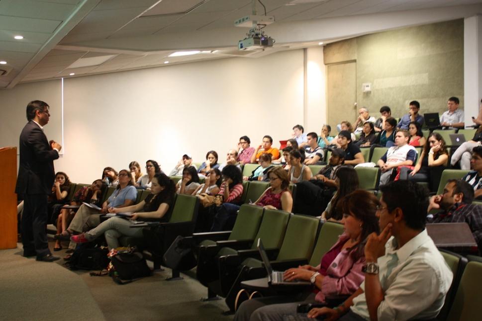 2 comenzo_ en una universidad privada dijo Juan Luis Herna_ndez en ese momento, los presentes prestaron suma atencio_n a los sucesos posteriores